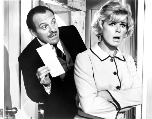 terry-thomas_26_doris_day_in_where_were_you_when_the_lights_went_out